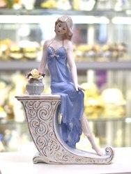 Статуэтка Девушка на скамейке art.10240