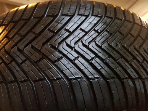 Одна шина 225/40 R18 Continental All Season Contact состояние новой 8мм