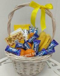 Корзина с фруктами и сладостями №1