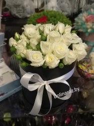 """Цветы в коробке """"Черное и белое"""" Кустовые розы"""