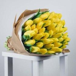 """Букет тюльпанов """"Желтые в крафте"""" 51 шт."""