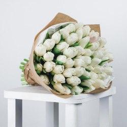 """Букет тюльпанов """"Белые в крафте"""" 51шт."""