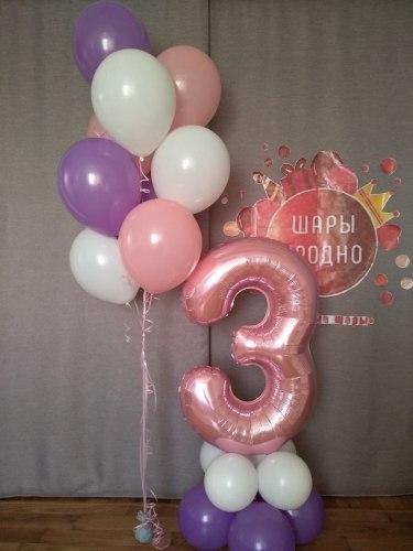 Цифра 3 с воздухом на подставке из шаров