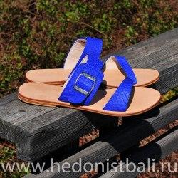 Шлепки из кожи питона с пряжкой естественный ярко-синие 37,5