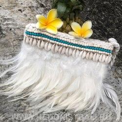 Клатч бохо с перьями белый