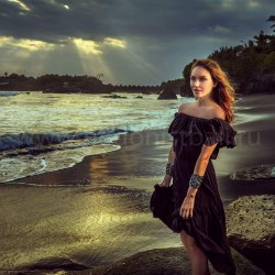 Платье с открытыми плечами FLOW черное