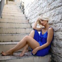 Платье тонких бретелях Anette ярко-синее в горошек