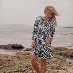 Платье-халат SANDRA mini черное-белое с геометричным принтом