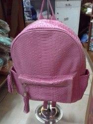 Рюкзак из натуральной кожи питона розовый