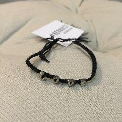 Браслет-нить плетеный с надписью LOVE черный