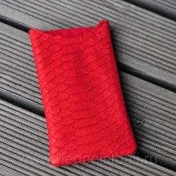 Чехол на телефон из натуральной кожи питона красный