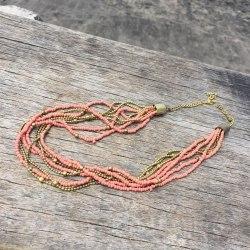 Ожерелье из бисера кремово-розовое