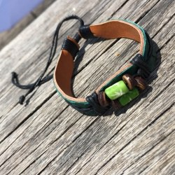 Браслет из натуральной кожи питона с бусиной темно-зеленый