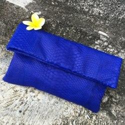 Клатч из натуральной кожи питона ярко-синий размер 21*34 см