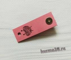 Кожаная бирка с кнопкой «Вязанное сердце» 1,5х4,7см цвет розовый