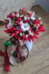 Букет рождественский красно-зеленый в шляпной коробке новый год