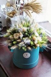 Букет в зеленых тонах с лавандой, лагурусом и колосками