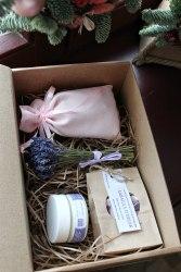 Набор с розовым саше-мешочком в крафт-коробке