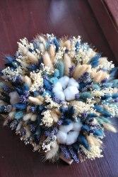 Композиция из сухоцветов в синих тонах
