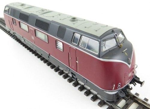 Немецкий дизель тепловоз BR V 220 DB ROCO 63932