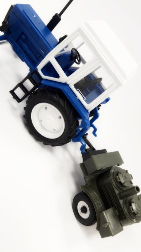 Сувенир-масштабная модель трактора Belarus-82 полевая кухня 468
