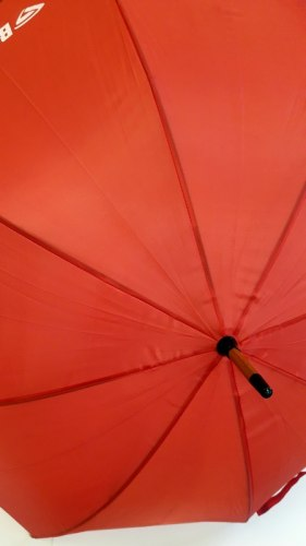 Автоматический зонт красного цвета с деревянной тростью 99100