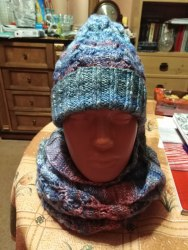 Комплект шапка с косами+ снуд на 2 оборота Ручная работа Состав: 49% шерсть,51% акрил. Очень теплые изделия, не колючие. Размер 52-56