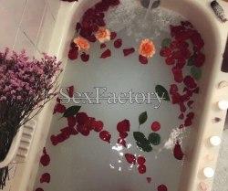 Лепестки роз 410-8