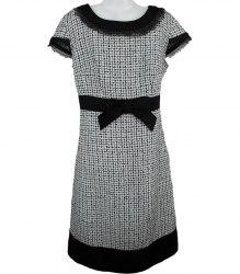 Черно-белое платье декорированное шелковым бантом oodji 3195