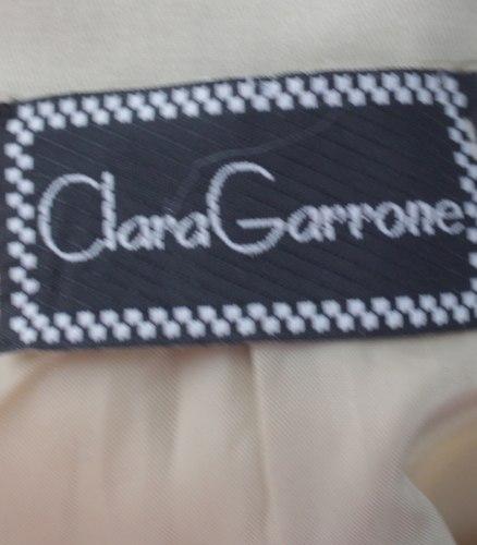 Бежевый жакет с разноцветными стразами Clara Garrone 16436