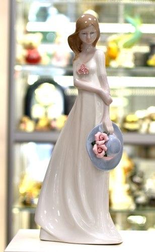 Статуэтка Девушка со шляпой art.10205