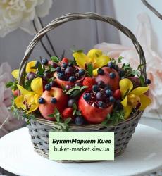 """Композиция с фруктами и цветами """"В гостях у сказки"""""""