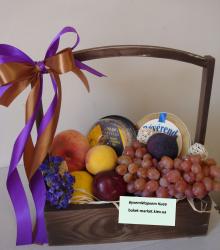"""Подарочный набор с сыром и фруктами """"Фруктовый комплимент"""""""