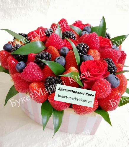 Букет из клубники и ягод №51, 22х18 см.