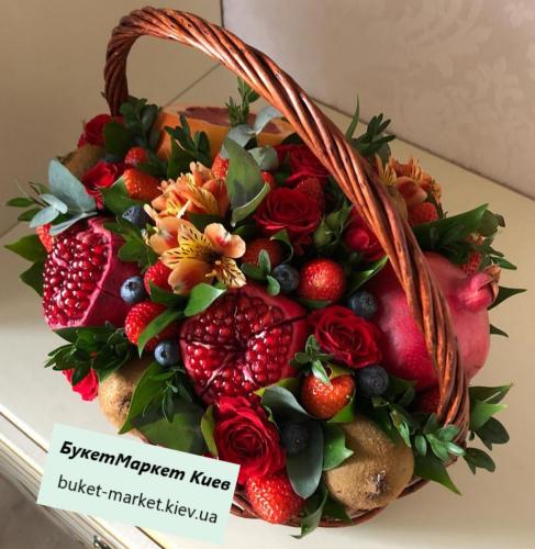 Букет из фруктов в корзине №52