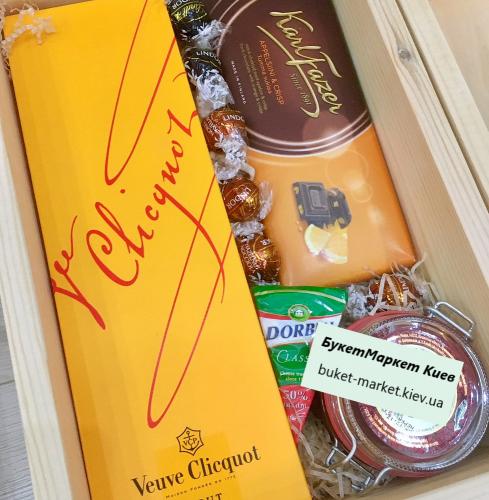 Подарочный набор с шампанским в сундуке (с крышкой) №223