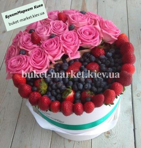 """Букет из цветов и клубники """"Верона"""" №344, Ø30 см."""