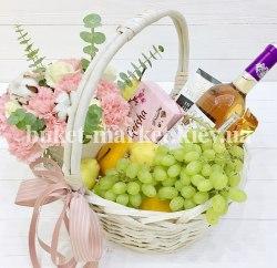 Корзина с цветами и вином №375