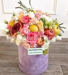 Большой фруктовый букет с цветами в коробке, Ø25-30 см., №387