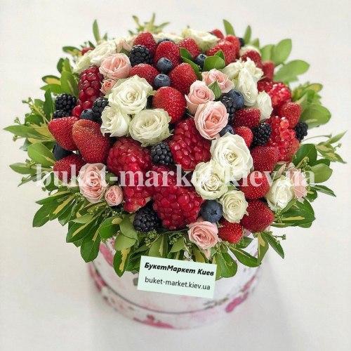 Коробка с клубникой и цветами, Ø20-25 см., №394