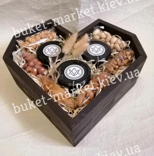 """Подарочный набор орехов """"Сердечный"""" (ящик без крышки) №236"""