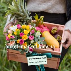Подарочный ящик с цветами и экзотическими фруктами №481