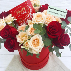 Подарок женщине с розами и конфетами №488