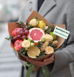 Букет из фруктов с розами №491