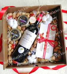 Подарочный набор женщине с орехами, медом и шоколадом №516