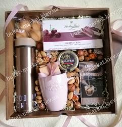 Подарочный набор девушке с термосом, кофе и конфетами №517