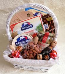Подарочная корзина с сыром и доской для подачи №525