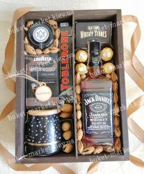 Подарок мужчине с кофе, чашкой и орехами №530