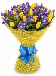 Букет из ирисов и тюльпанов, 51 шт