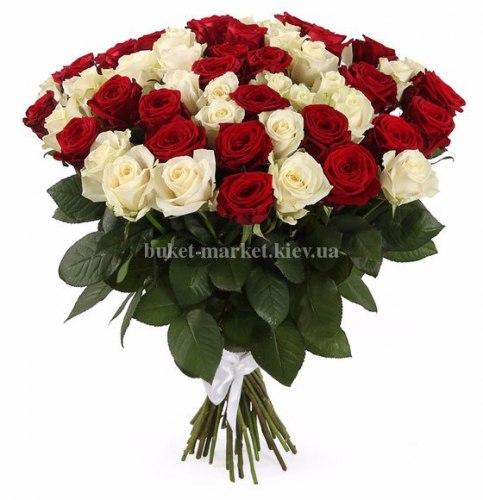 Букет из красных и белых роз 60 см, 51 шт